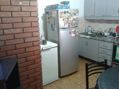 exelente piso unico al frente,luminoso,averturas de categoria,terraza 80 m2,una cuadra est. lourdes