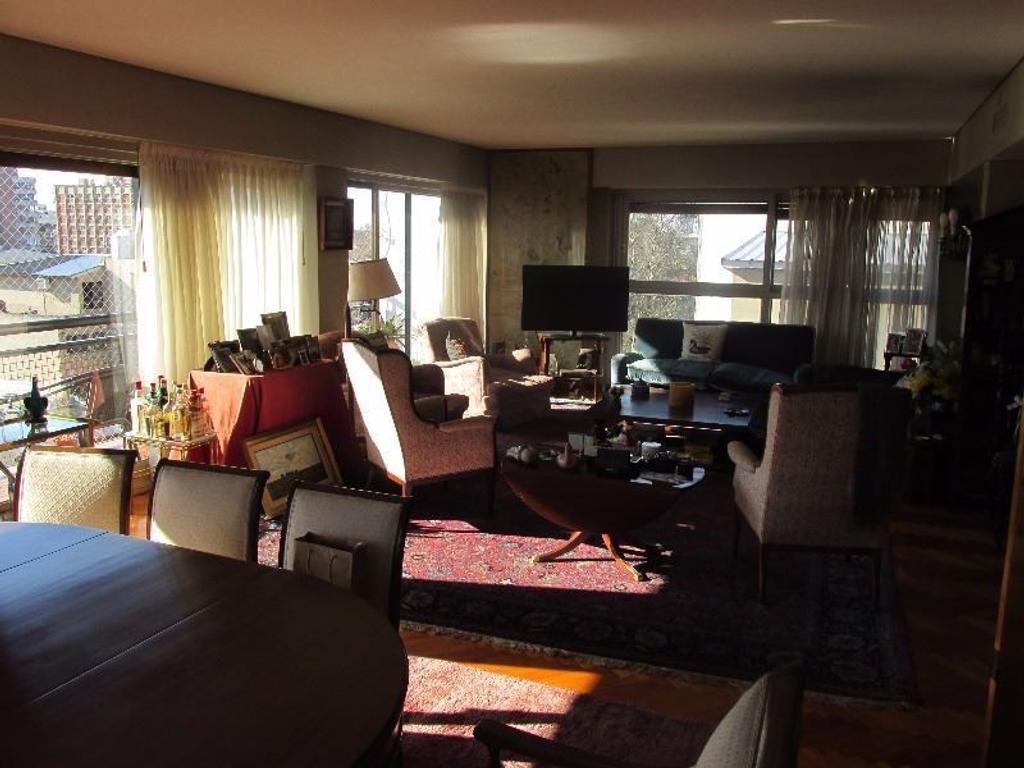 Muy buen piso en el centro de Martinez