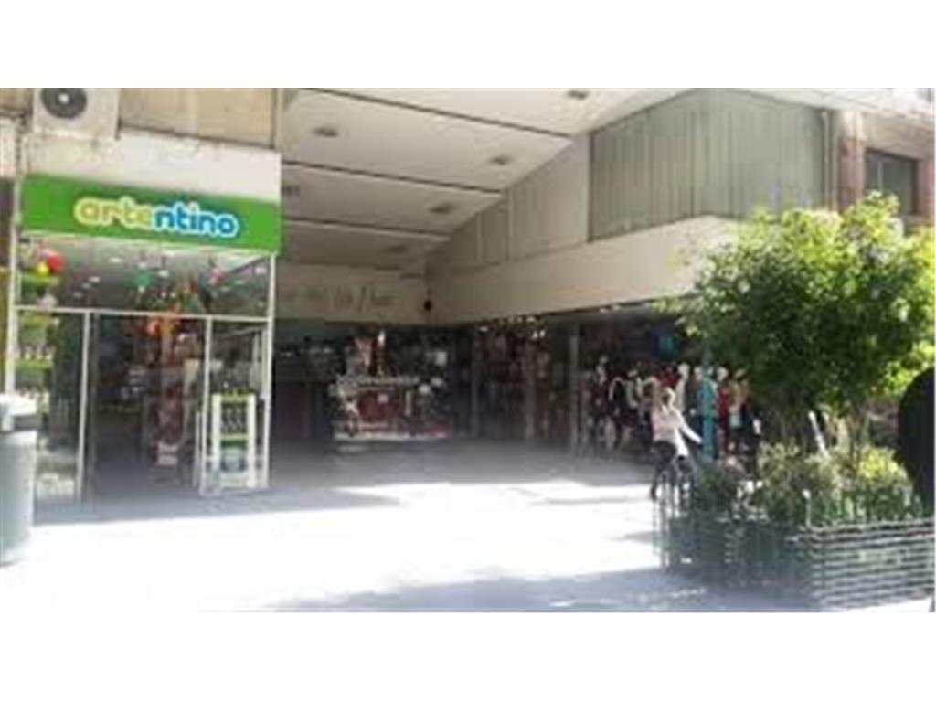 Muy Buen Local en la Galeria Mas Linda!! Sotano - Apto Tod Rubro! Excelente Precio!!