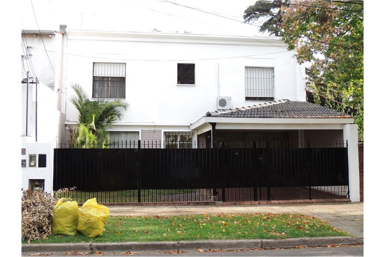 Hermosa casa con amplio parque - Carapachay