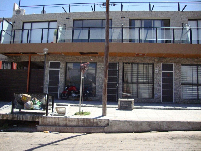 LINDO DEPARTAMENTO EN ALQUILER ANUAL EN VILLA CARLOS PAZ, 2 DORMITORIOS, COCHERA, ASADOR Y PILETA - Foto 27