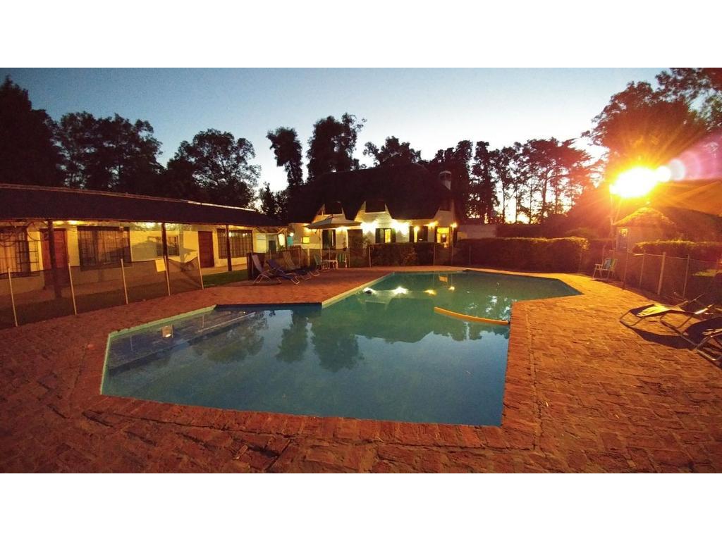 Hotel en venta en bungalows en alberti pilar manuel for Hotel familiar en pilar