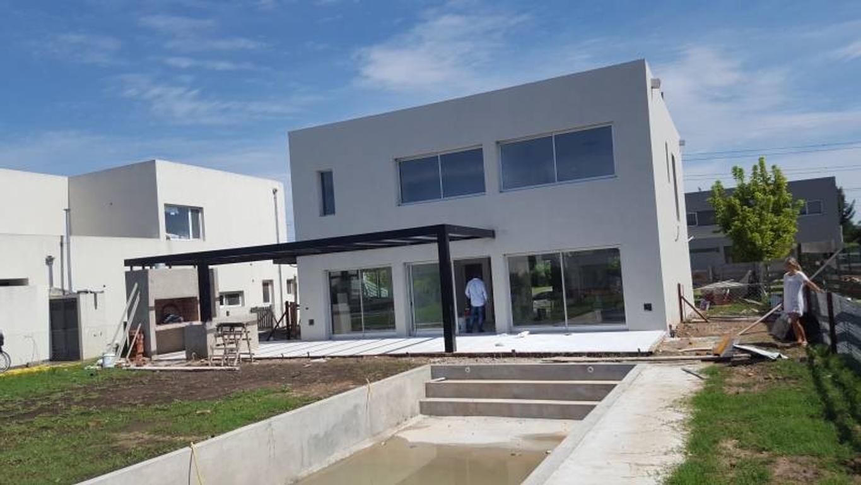 Excelente casa en venta en Los Alisos, Nordelta
