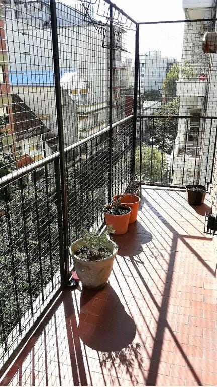 Olivos centro. Departamento 3 ambientes al frente con balcón. Excelente ubicación