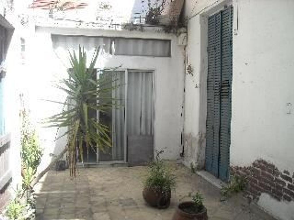 Departamento tipo casa en venta en avelino diaz 2054 for Casa de azulejos en capital federal