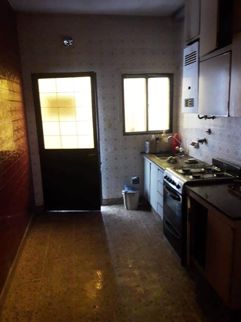 Casa - 3 dormitorios   2 baños