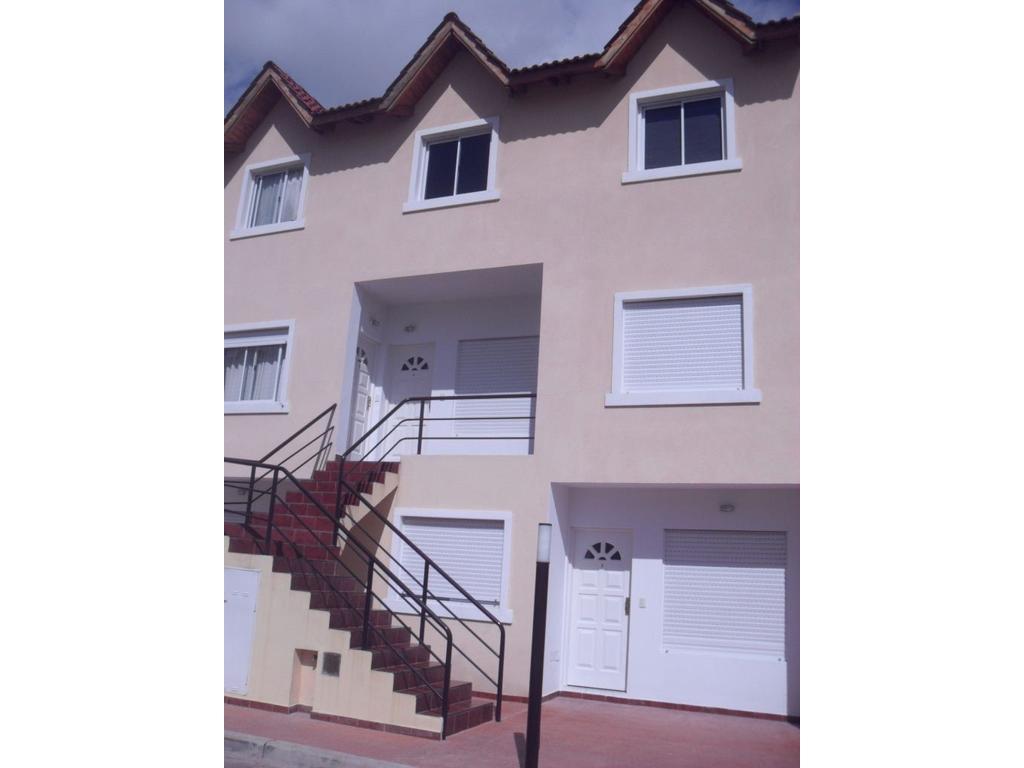 Excelente ph de 2 ambientes en complejo Barrio Canguro ubicado en San Andrés a dos cuadras de Munro.