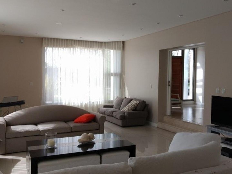 Casa - 520 m² | 6 dormitorios | 5 baños