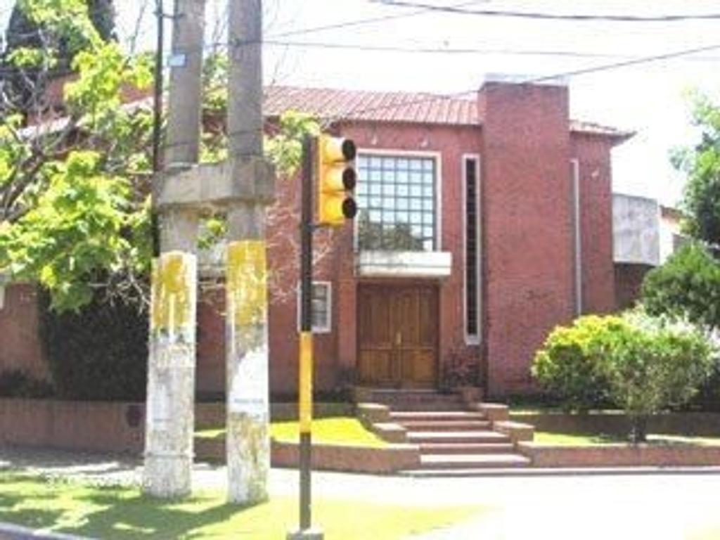 CASA DE 6 AMBIENTES- ITUZAINGO NORTE