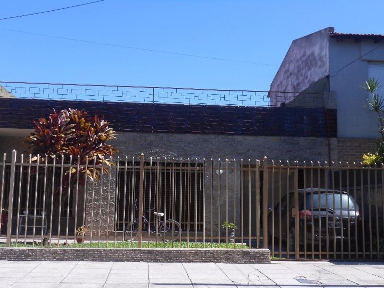 CASA AMERICANA EN UNA PLANTA LOTE DE 10 X 30
