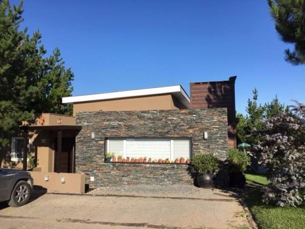 Venta de la casa ubicada en el barrio Golf 1, lote 249 en Costa Esmeralda