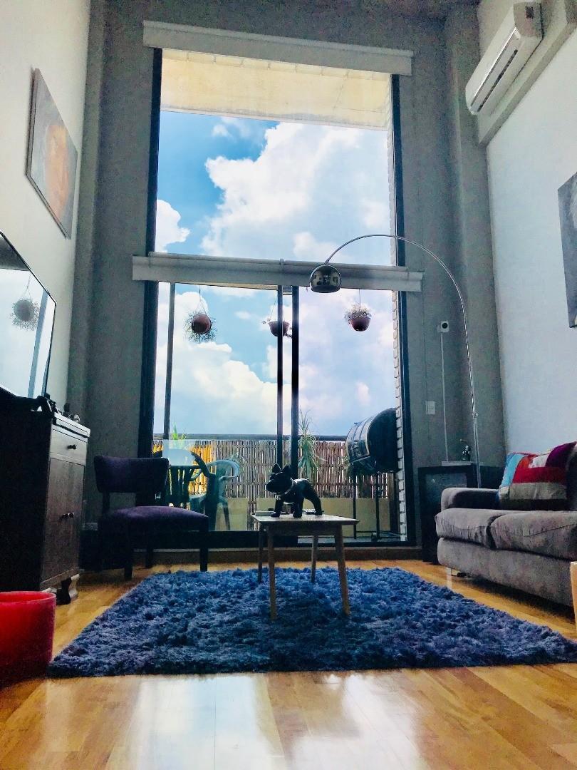 Depto. tipo loft de 2 ambientes con balcón y vista abierta.