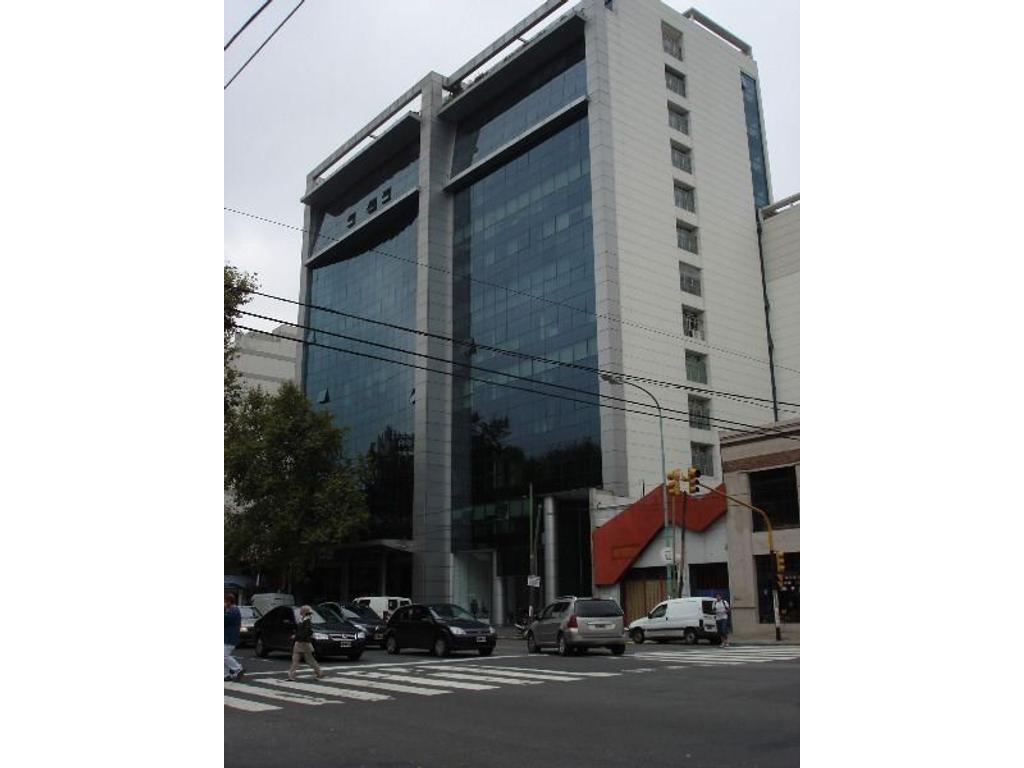 Excelente oficna en edificio con gran imagen corporativa.