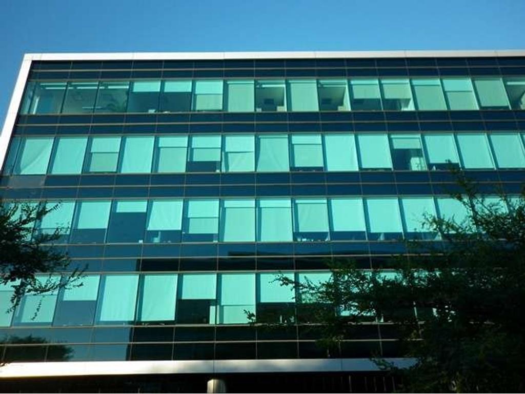 Oficina de 621 m2.  Edificio Urbana. En planta libre.10 cochera(s). Antigüedad: 6 años