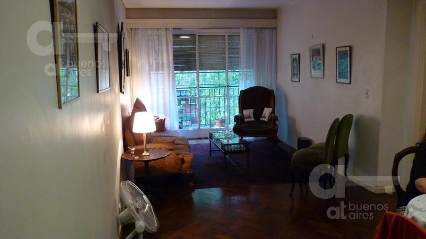 Barrio Norte. Departamento 5 ambientes con balcón. Alquiler temporario sin garantías.