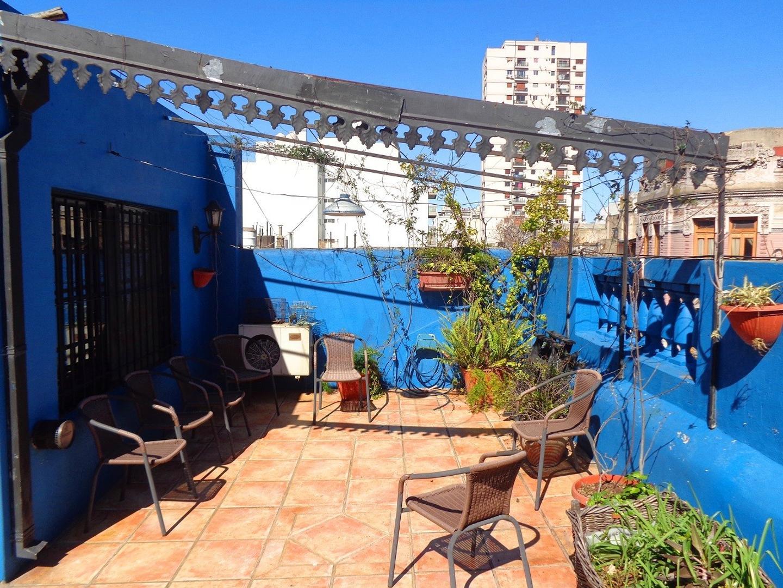 PH de 6 ambientes con terraza y entrada independiente.
