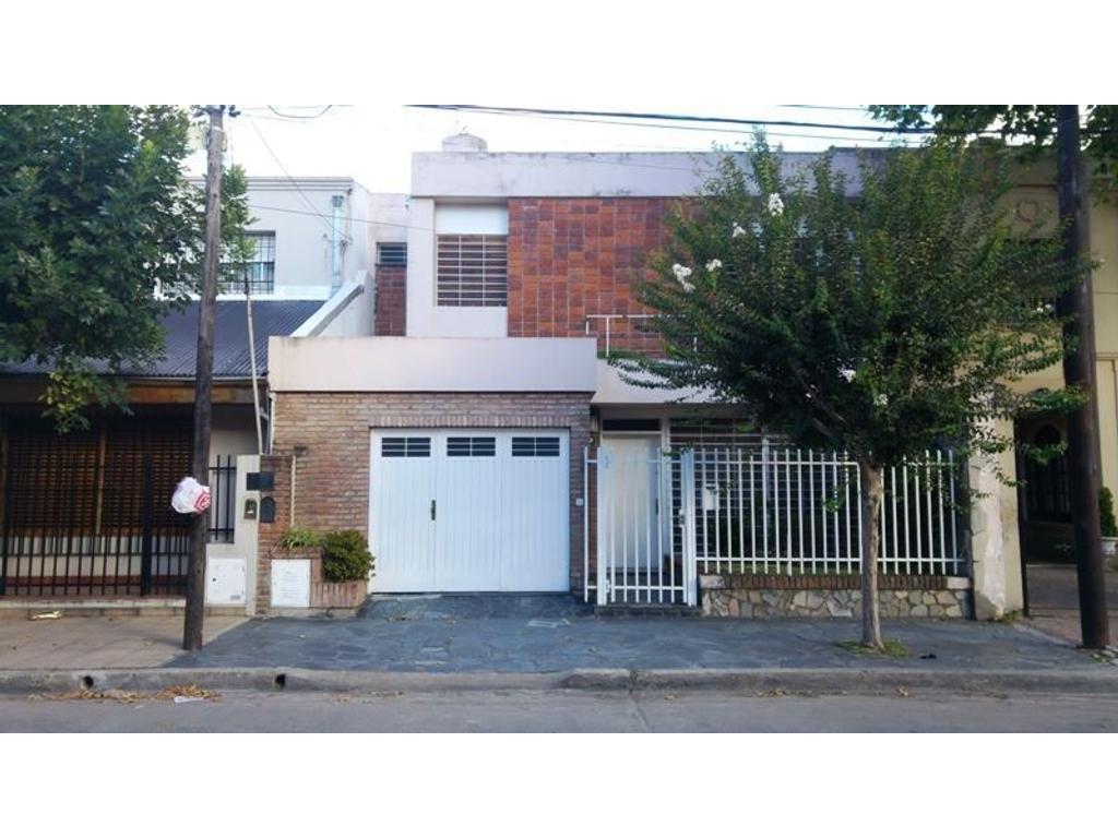 Casa de cuatro ambientes en venta en Haedo Sur