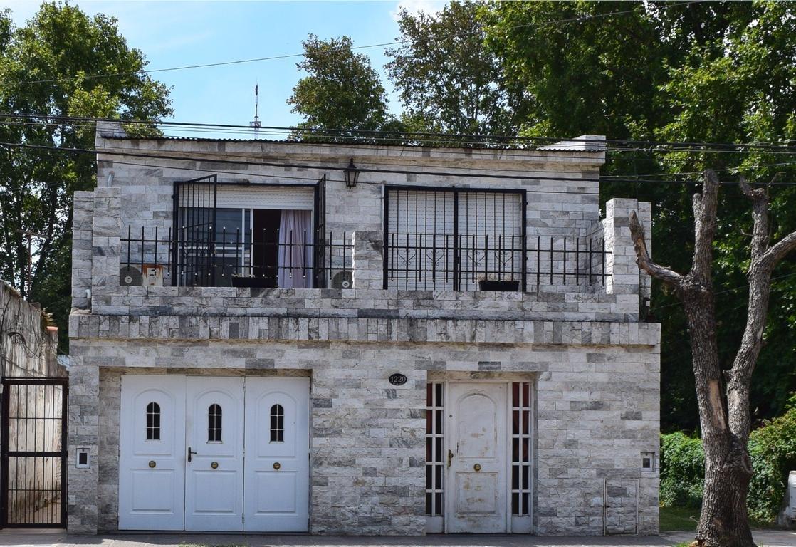 Casa En Vgg 2 plantas 4 dormitorios 2 baños. Patio Parrilero Avenida San Diego