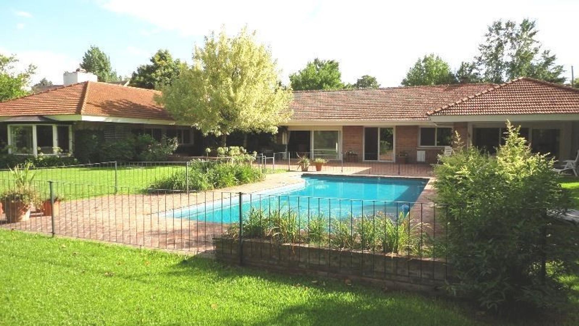 Casa en Venta en Santa Rita - 5 ambientes