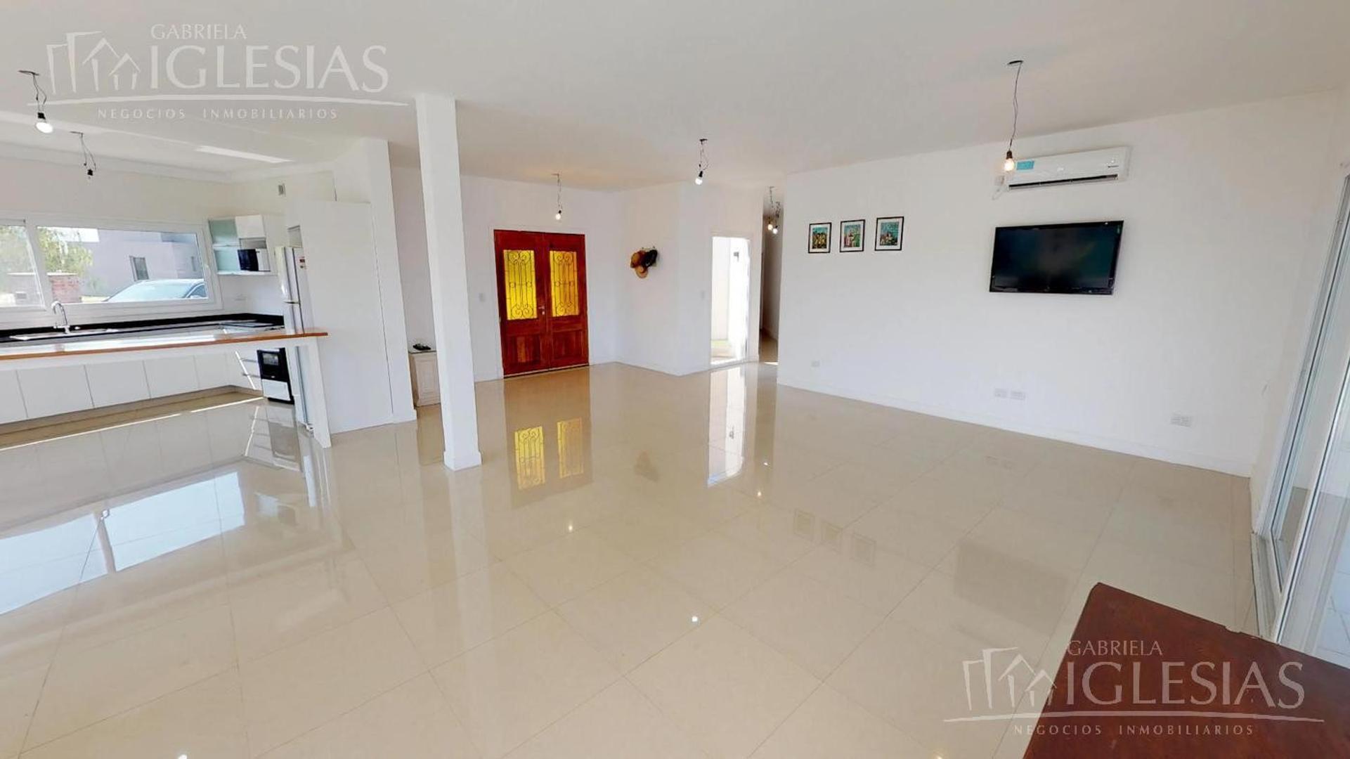Casa en Venta - 4 ambientes - USD 379.000