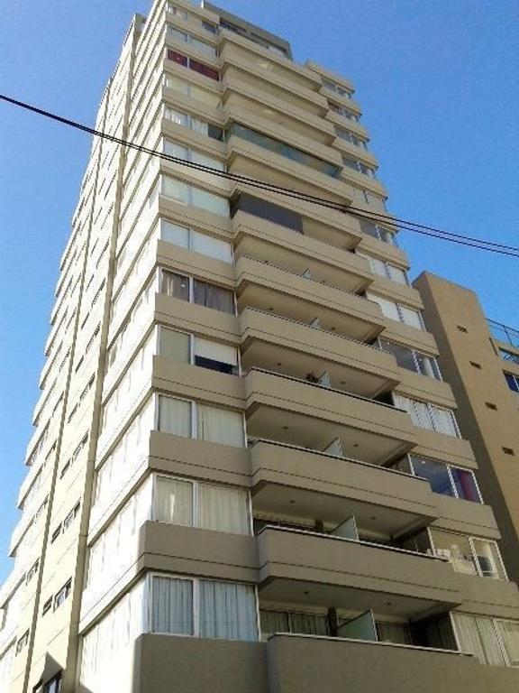 Alquiler Monoambiente con balcón terraza. Torre excelente.