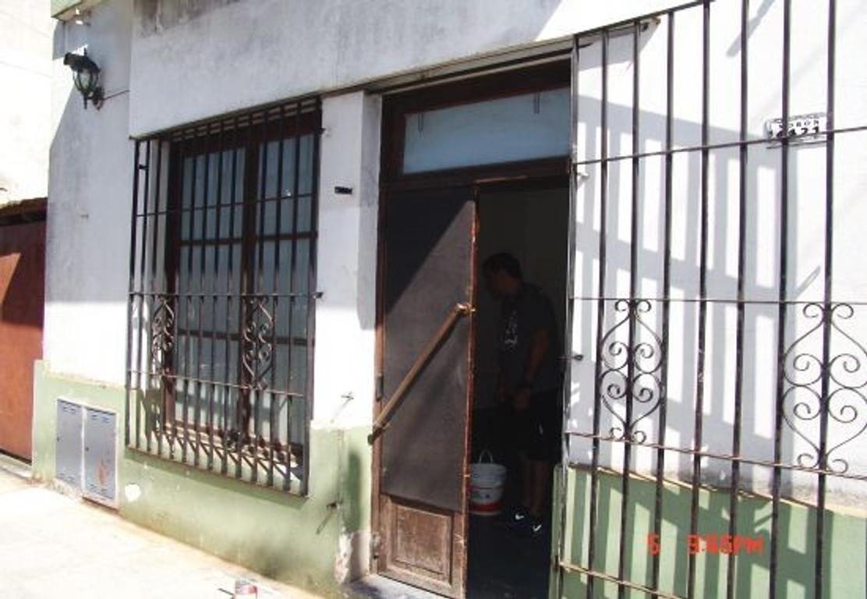 Floresta Norte alquilo local 42m2 Moron al 4400 entre Fonseca y Belen