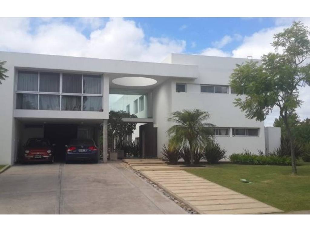 Los Castores | Espectacular casa  en venta de excelente calidad constructiva