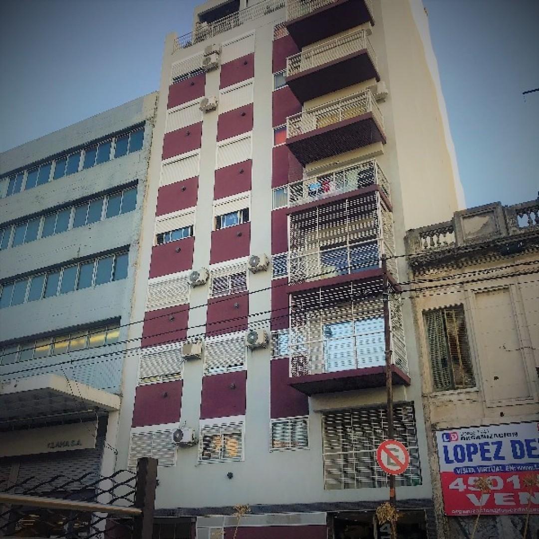 Cómoda y moderna unidad al contrafrente con balcón.