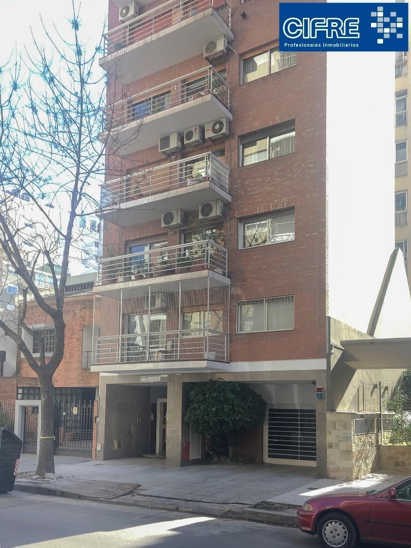 Departamento 3 ambientes semi piso frente balcon cochera y baulera Suc Urquiza 4521-3333