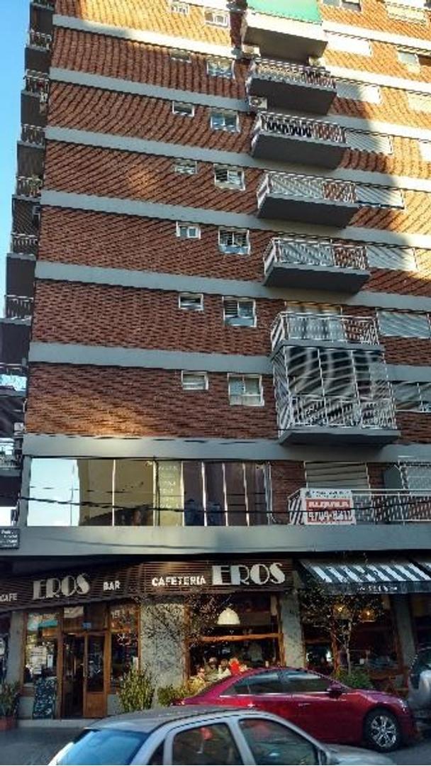Oficina sobre Cabildo esquina Rivera 100 metros