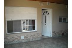 Departamento tipo casa 2 Ambientes en alquiler. Morón Sur