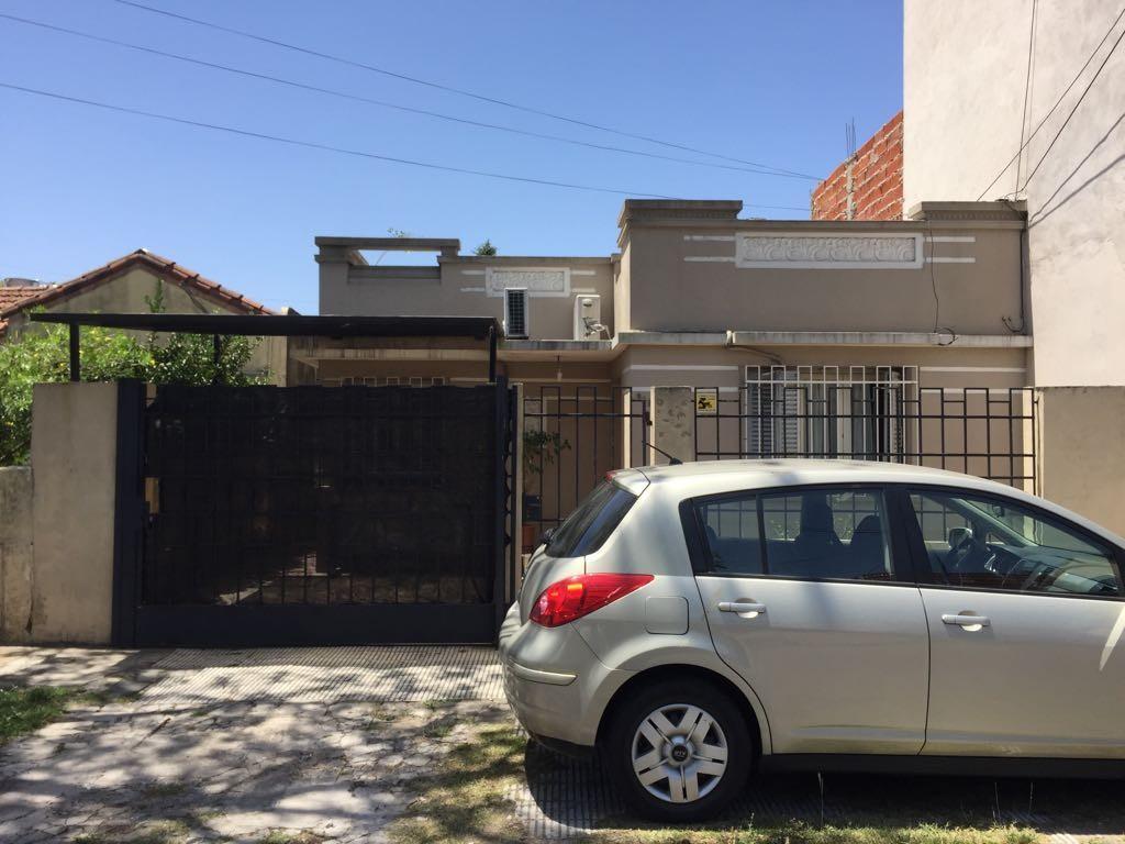 Excelente Casa de 3 ambientes en Bernal