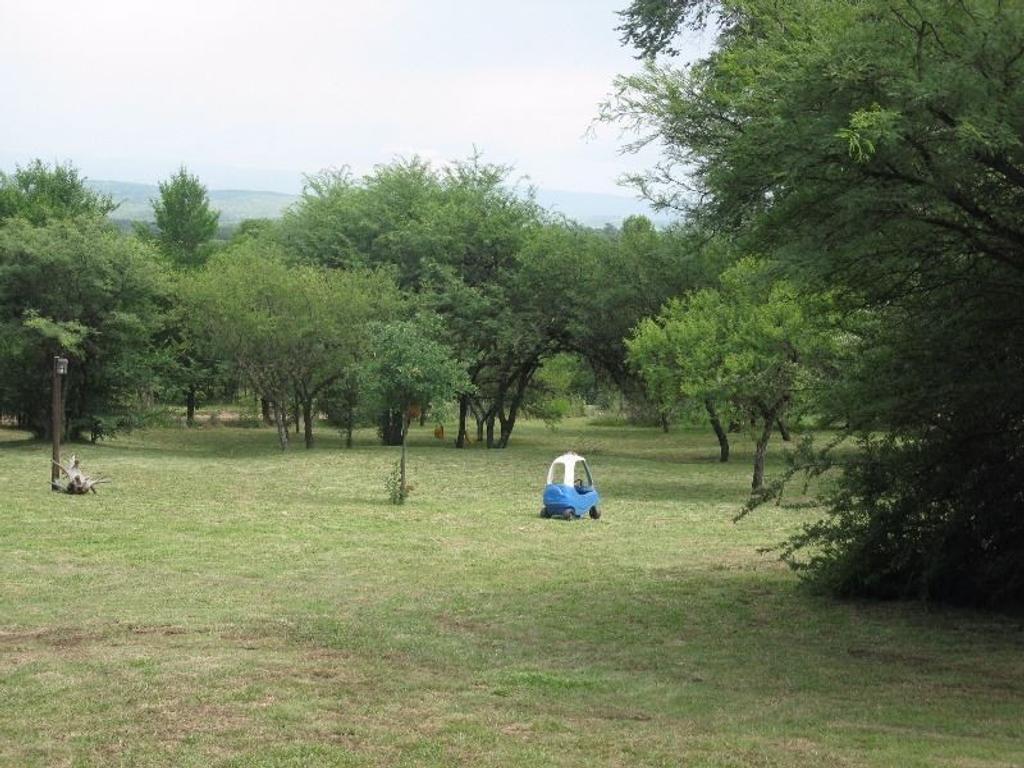 Excelente casa en una hectarea de terreno arbolado y en la mejor zona,Villa La gloria, a 200mt ruta5