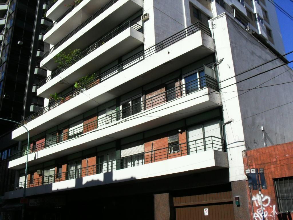 SOLO USO PROFESIONAL,dos consultorios,alto,balcón,superluminoso,op.cochera