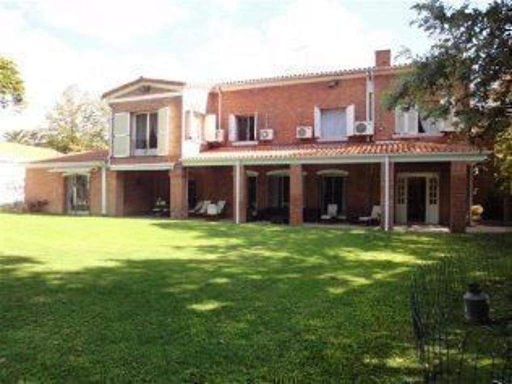 Venta Casa Seis Ambientes en dos Plantas Lindisimo Parque Quincho Piscina Zona Residencial Exclusivo
