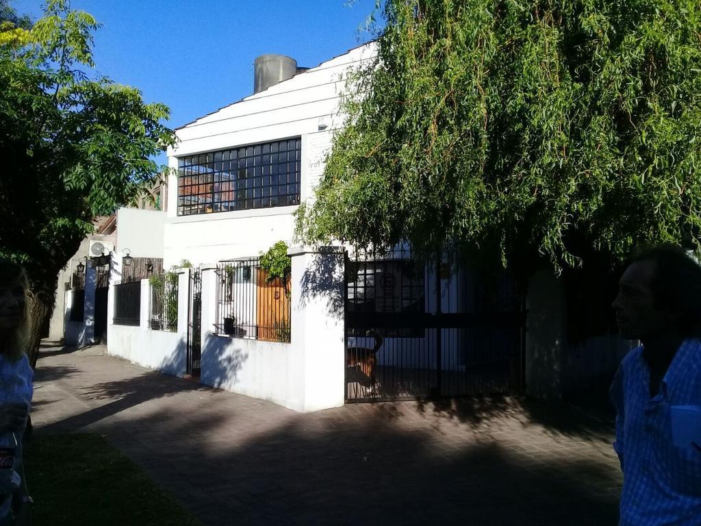 Hermosa y cálida casa desarrollada en dos plantas de 245 m2  en el corazón de San Isidro