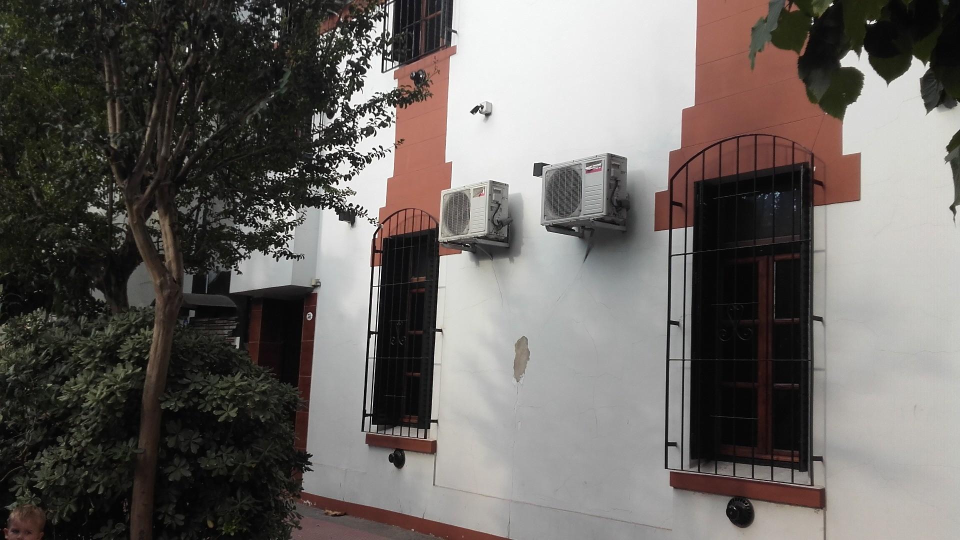 CASA EX MUNICIPAL COCHERA 3 BAÑOS 2 JARDINES DE INVIERNO 5 AMBIENTES