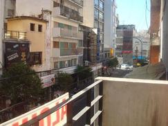 Depto. 4 ambientes con dependencia, al frente con balcón.