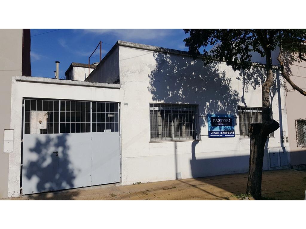 Casa 3 amb a modernizar con garage y patio .proximo a Panamericana