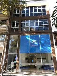 IDEAL OFICINAS! EN 2° PISO POR ASCENSOR. 85 m2 - s/ calle 25 DE MAYO a mts. de PEATONAL BELGRANO!