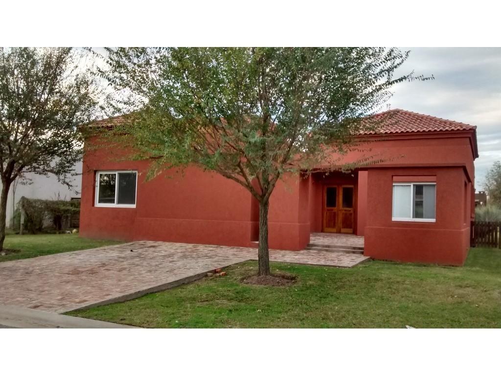 Casa de 166 m2 y 3 dormitorios en barrio La Comarca