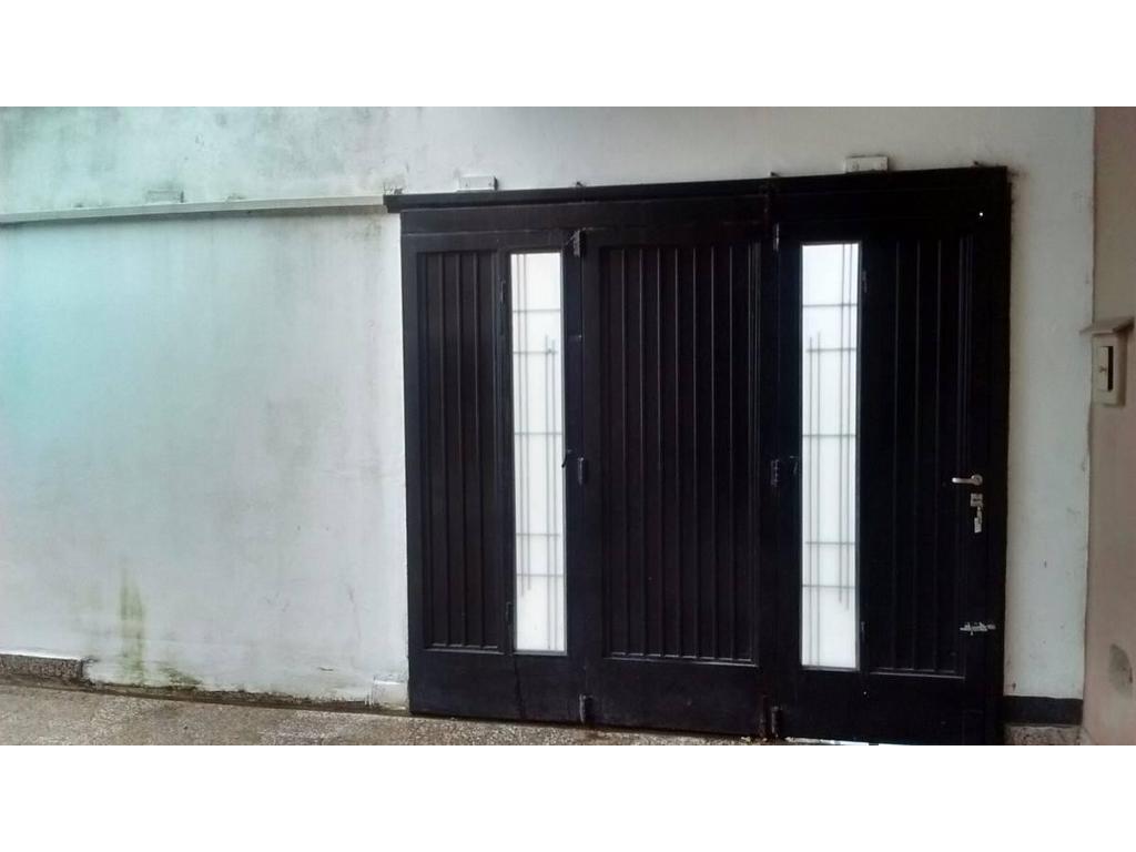 Mataderos Casa 4 amb con Garage sobre lote 7 x 24 mts