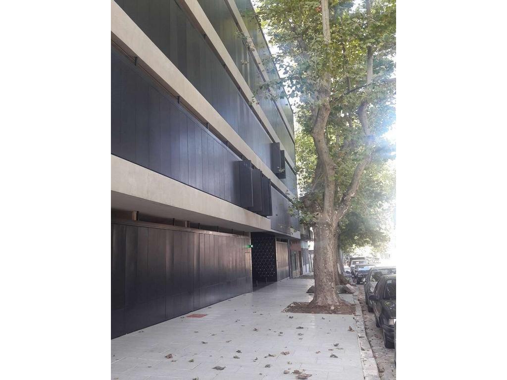 Duplex. Edificio Juramento 4259. Living/Comedor. 2 dormitorio(s) 1 en suite, 1 con placard. 2 b...