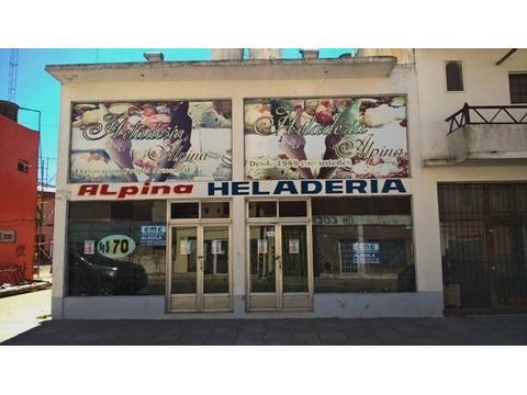 Excelente local en Santa Teresita. Amplio y muy bien ubicado comercialmente.