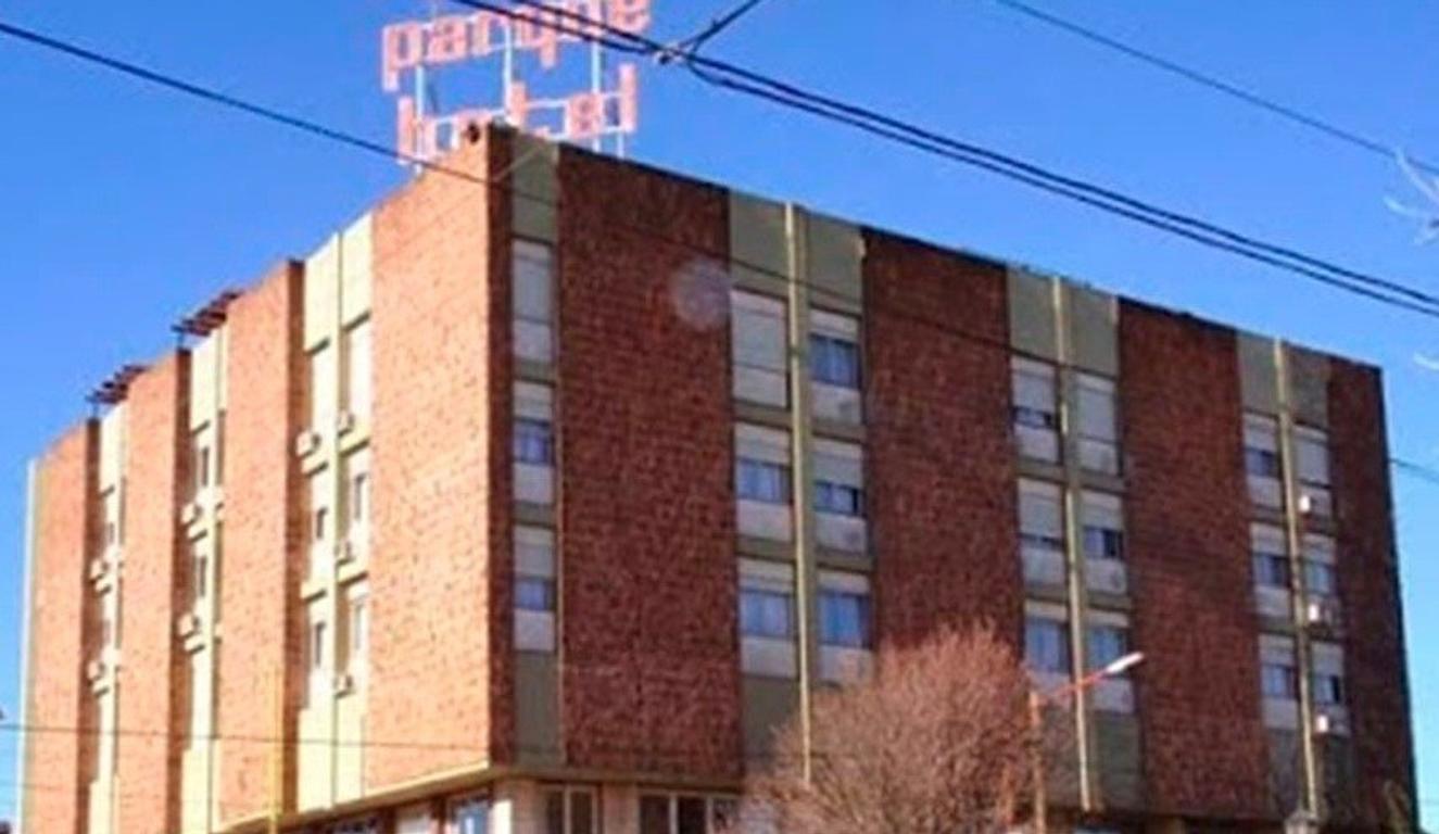 """VENTA - HERMOSO HOTEL """"TRES ARROYOS"""" PCIA DE BUENOS AIRES."""