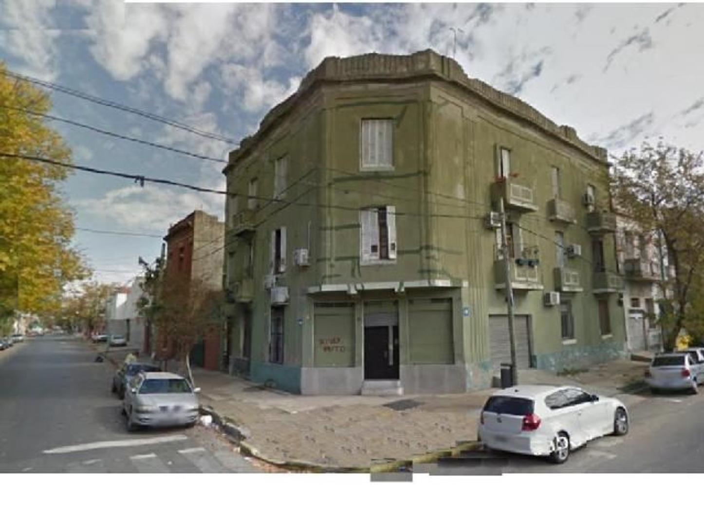 Pinzón esquina Caboto - Edificio en Block - 8 departamentos - 2 Locales - Excelente Estado