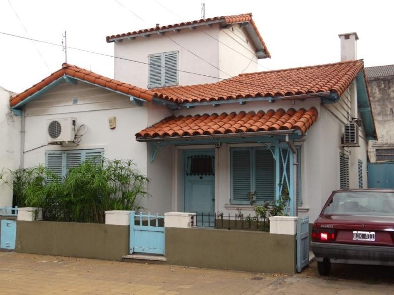 Casa 3 amb. con dependencia y deposito de 80m2 en excelente lote de 310m2 a metros de Av. Laprida.