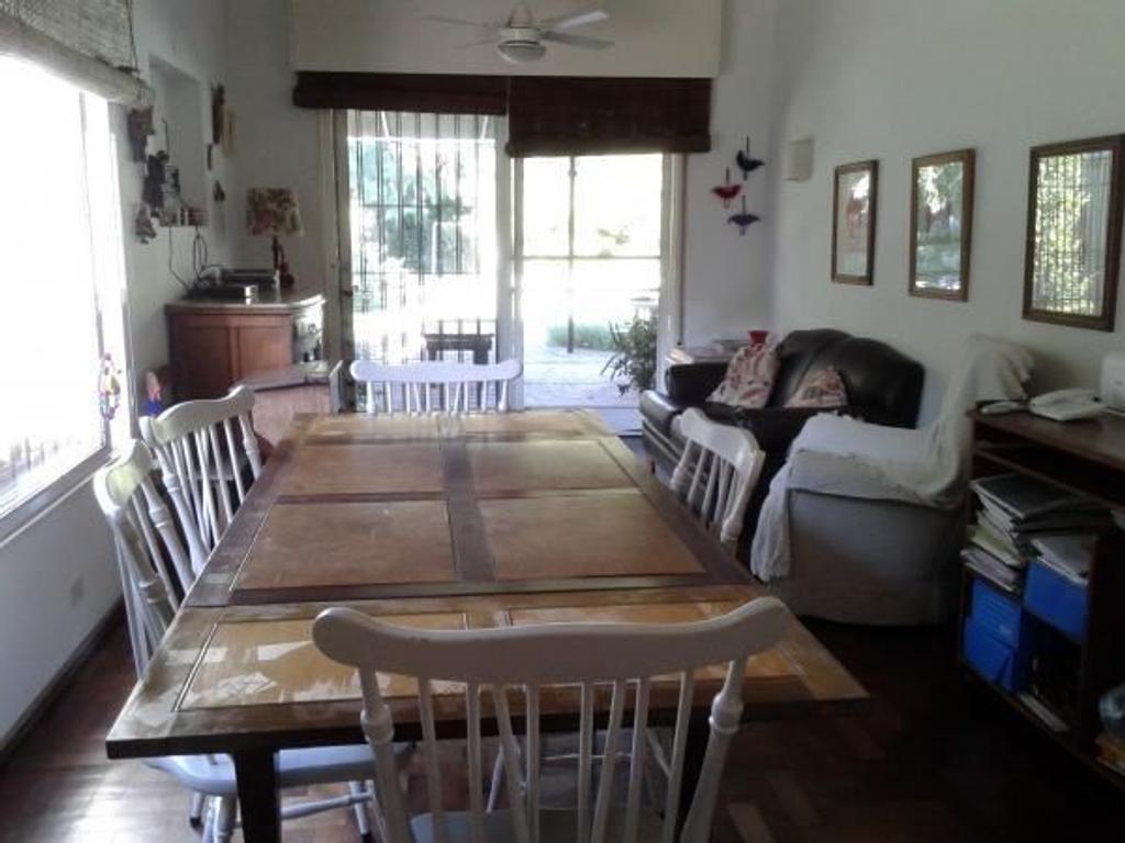 Casa 3 dormitorios a la venta en Rosario. Zona Fisherton. Excelente estado
