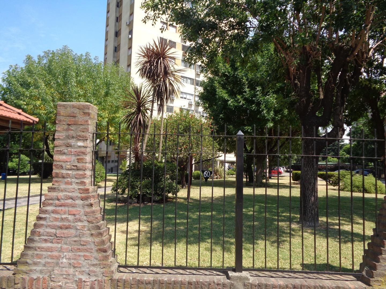 Excelente departamento de 4 ambientes- con cochera, jardines , reja perimetral , vista panorámica