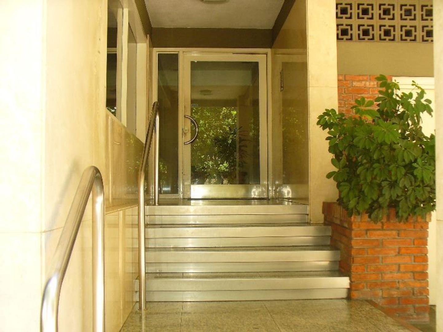 Departamento en Alquiler en Vicente Lopez Vias / Maipu - 4 ambientes